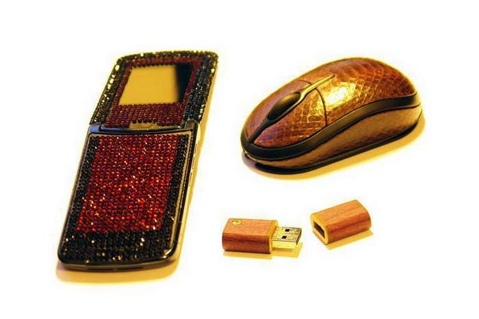 MJ Swarovski Mobile Phone, Leather Mouse, Wooden USB Drives - Motorola v8 & v9 inladi Swarovski, Mouse Sea Snake Skin, Pinkwood Diamond Flash